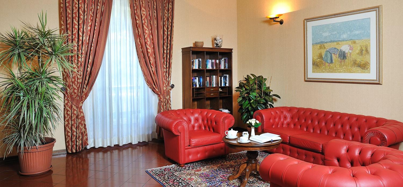 Dimora storica a senigallia villa hotel con piscine tre stelle for Tre stelle arredamenti