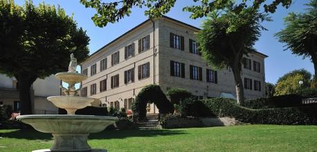 Hotel villa con giardino Marche