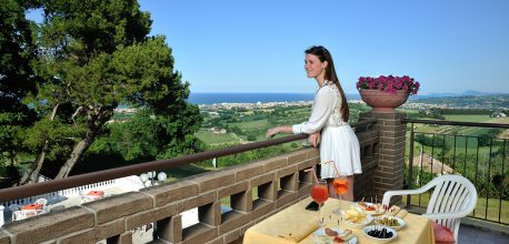 Hotel con terrazza panoramica nelle Marche